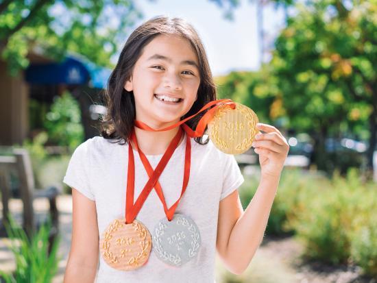 giant-medal-diy-sports-kiwi-crate