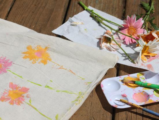 Daisy Print Canvas Shopping Bag