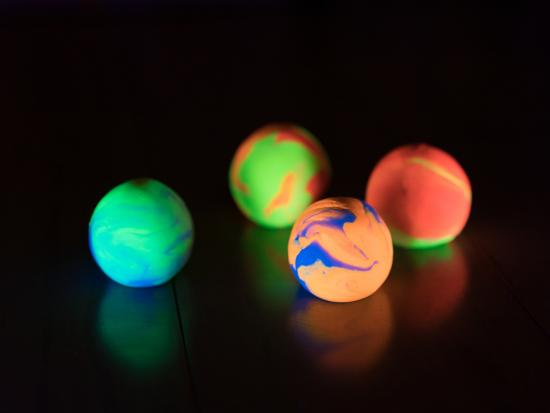 fluorescence-bouncy-ball-indoor-tinker-crate