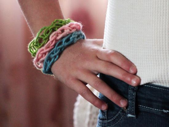 Finger Knitting For Kids Projects : Finger knitting tutorial and bracelet by kiwi crate get