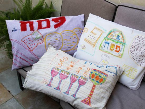 Decorate Pillowcases For The Seder!