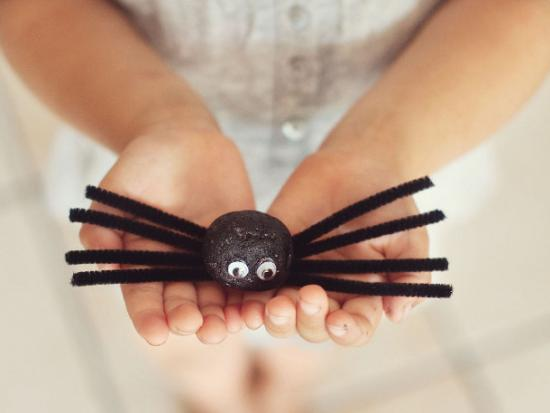 Halloween-Decorations-Kiwi-Crate-Spider-Kids-DIY