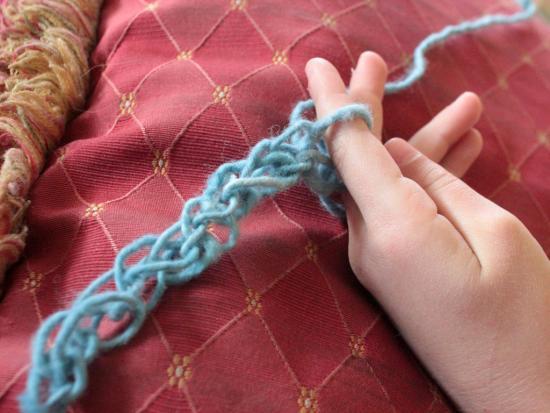 Finger Knitting Tutorial : Finger knitting tutorial and bracelet by kiwi crate get