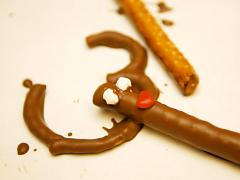 Chocolate-Dipped Reindeer Pretzels