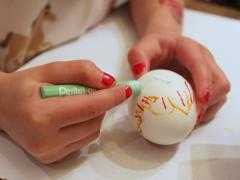 Oil Pastel Easter Egg Decorating