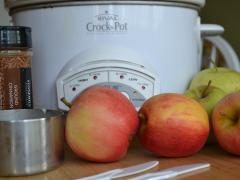 Easy Crock-Pot Applesauce