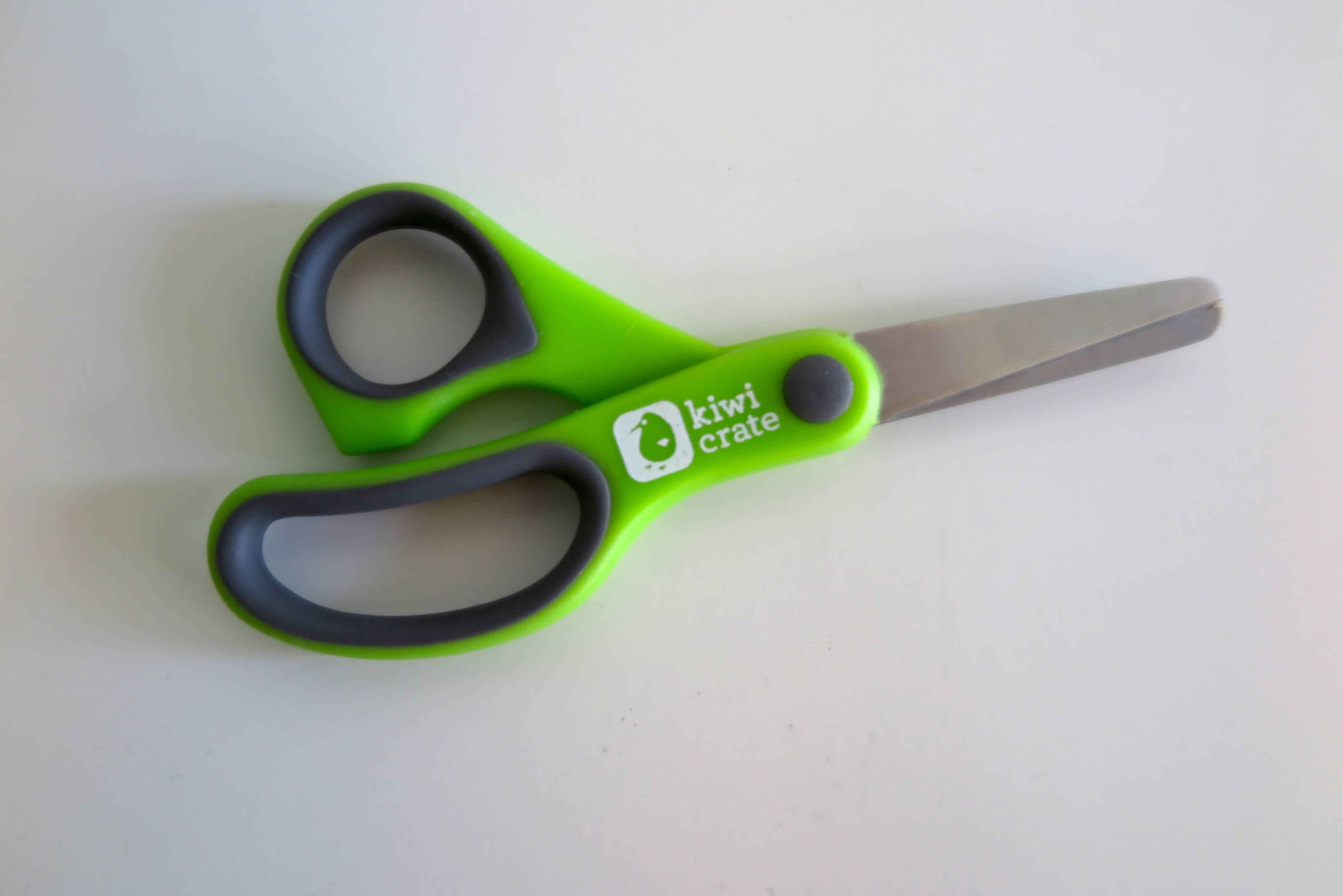 Kiwi-Crate-Scissors-DIY-Earth-Day-Recycle