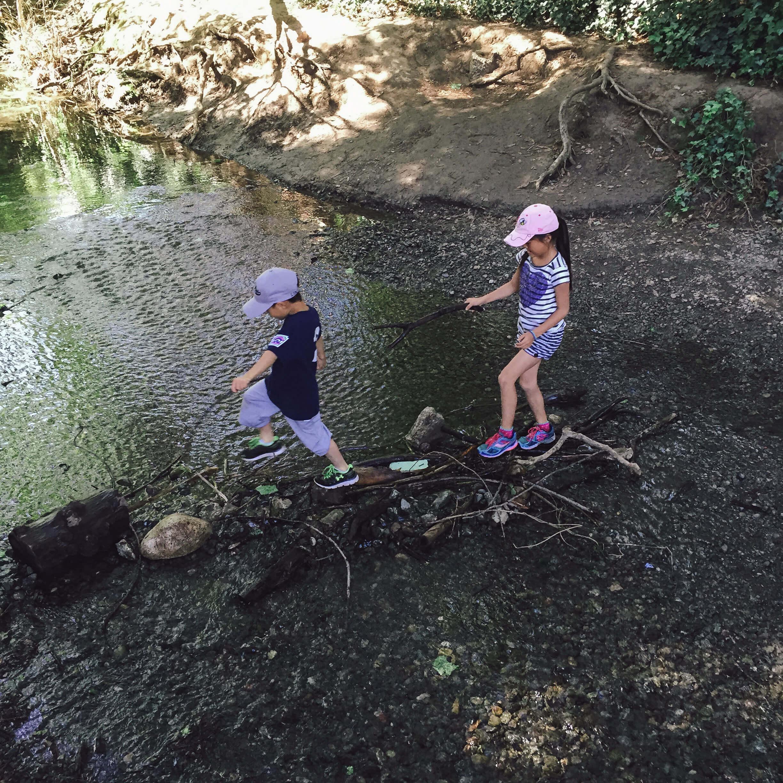 Raising-Confident-Kids-Explore-Paths-Kiwi-Crate