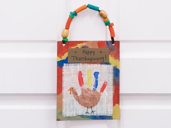last-minute-thanksgiving-decor-kids-DIY-Kiwi-Crate-handprint