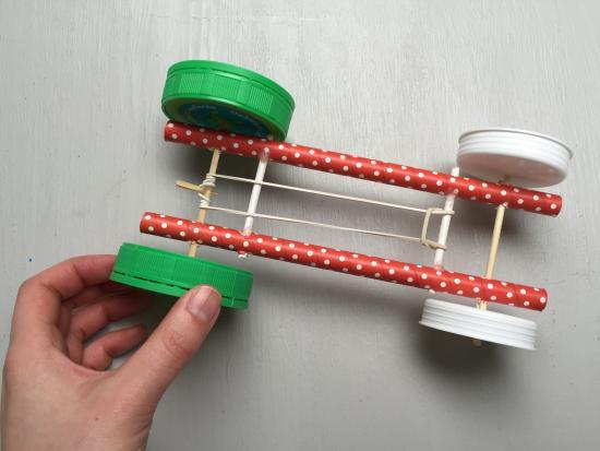 kiwi-crate-rubber-band-car-kids-STEM-engineering-DIY