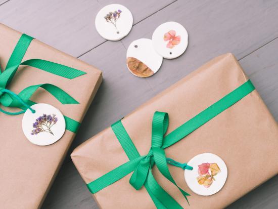 pressed-flowers-kindness-creative-DIY-Kiwi-Crate-kids